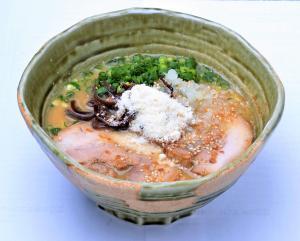 冬の限定麺!粉雪舞うコク旨とんこつ味噌